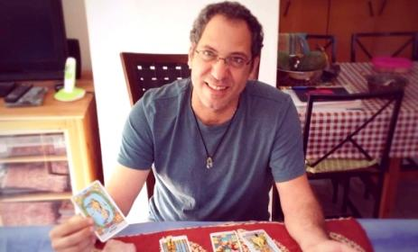 ישראל עובדיה - קריאה בקלפי טארוט ומודעות עצמית בחדרה