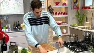 שגב במטבח - עונה 1 פרק 37 - עוגת שוקולד עם קרם תותים