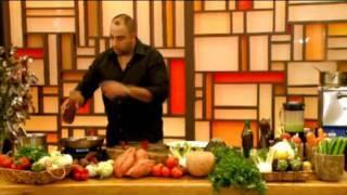 פילה בקר על פירה ירקות שורש ביין אדום