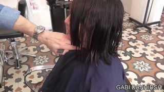 עיצוב שיער תספורת קארה ארוך.