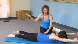 פילאטיס מזרן: חיזוק זוקפי הגב בעזרת גליל פילאטיס